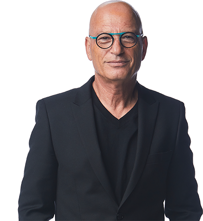 Image of Howie Mandel with his arms crossed